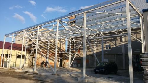 Prístavba výrobnej haly k budove bývalej teplárne v Prievidzi.